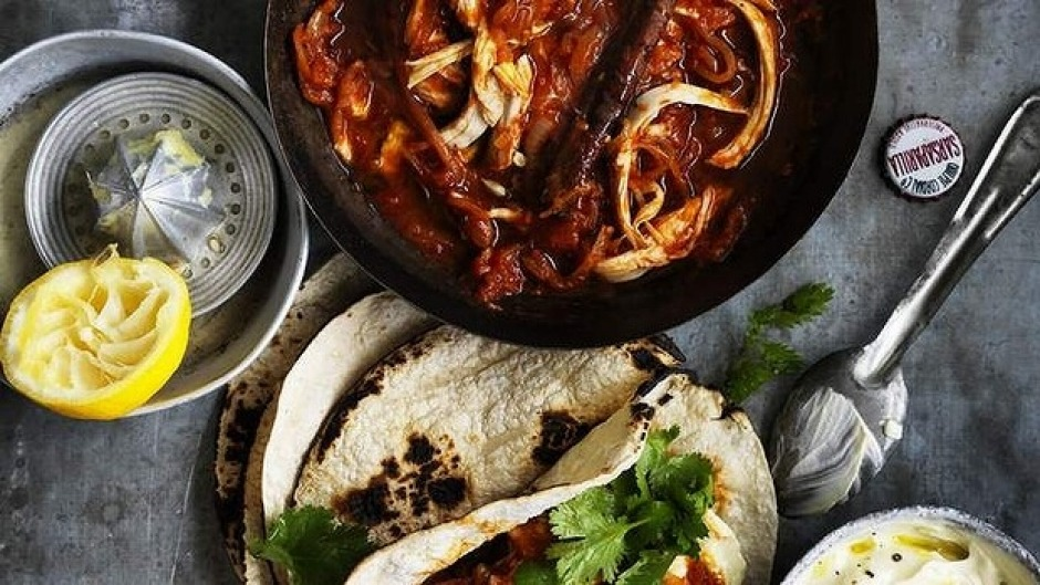 Sexy Mexy: Chicken tinga with tortillas.