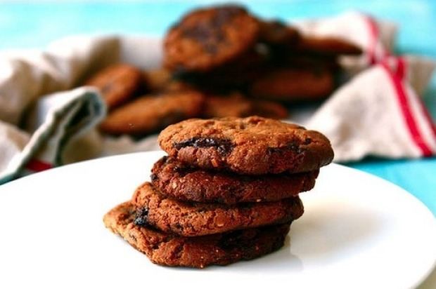 Gluten-free almond butter and choc-chip cookies <a ...
