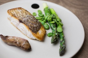 (Fish)head-to-tail: Snapper with its liver, asparagus and broad beans.