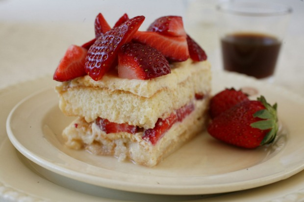 Coffee-free strawberry tiramisu <a ...