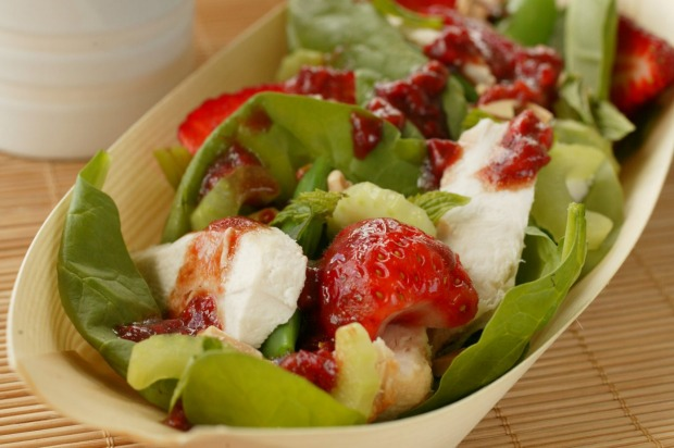 This chicken and strawberry salad is perfect for a picnic <a ...