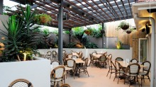 Aspley Hotel Outdoor Eating Area