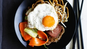 Adam Liaw's economy fried noodles.