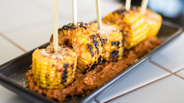 Corn on the cob with chipotle sauce.