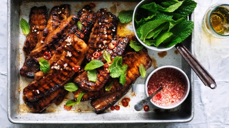 Quick barbecued pork belly with spiced vinegar