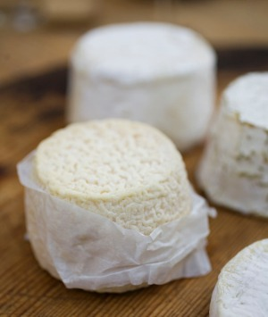 Baking paper is a better choice than cling film for storing cheese.