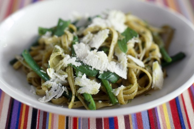 One-pot pasta: Pesto tagliatelle with green beans and potatoes <a ...