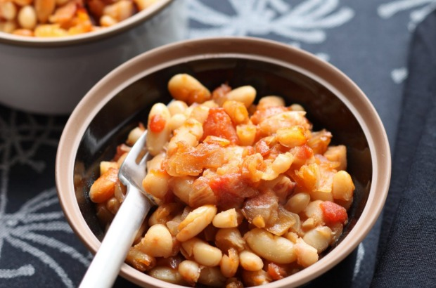 Homestyle beans with smoky bacon and maple syrup. <a ...