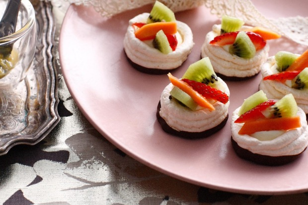 Mini pavlovas, perfect to perch on a tiered tea stand <a ...