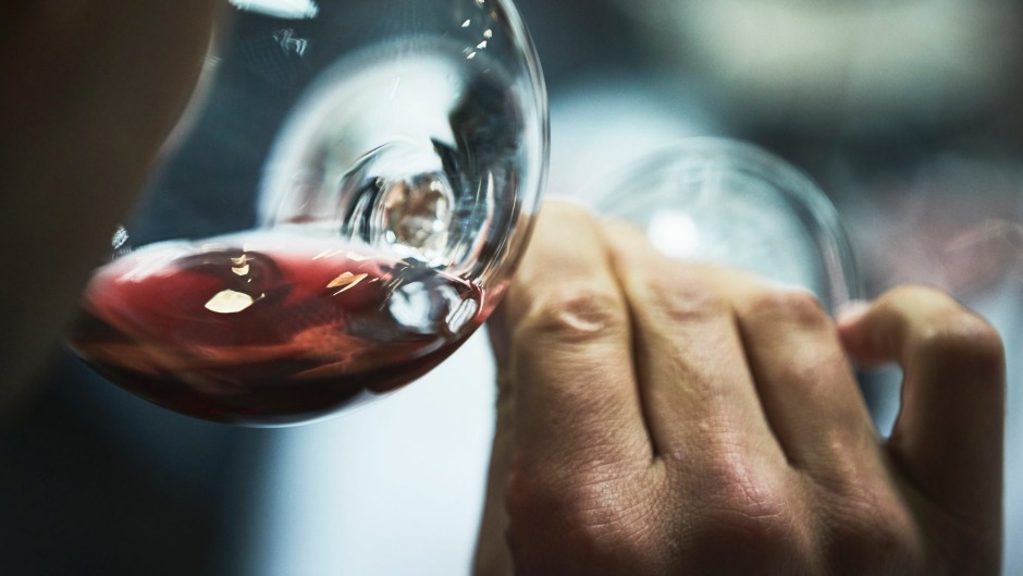 How To Hold A Wine Glass And What It Says About You