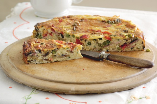 Use up last nights leftovers with this baked spaghetti frittata. <a ...