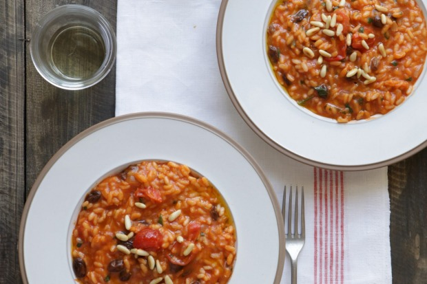 Risotto with tomato, anchovy and raisins. <a ...