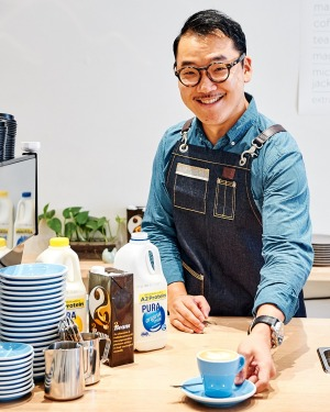 World Latte Art Champion 2015 Caleb Cha.