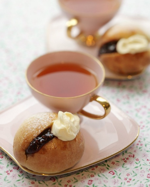 Stephanie Alexander 's Devonshire splits - light yeast buns with jam and cream - perfect with a pot of tea <a ...
