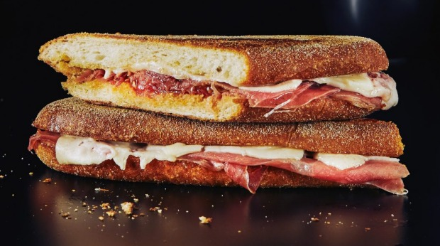 Spanish sandwich: Pan con tomate meets ham, cheese and tomato.