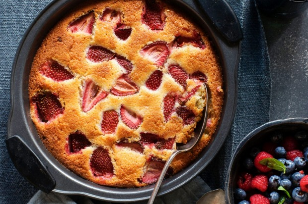 Gluten-free strawberry and white chocolate cake <a ...