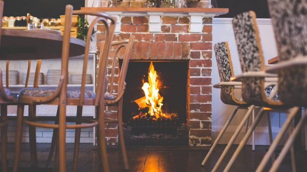 Popla's cosy dining room has a fireplace.