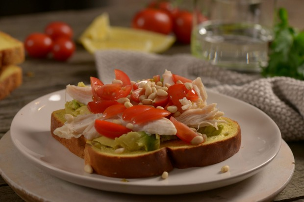 Avocado smash - shredded chicken - pine nuts - baby toms: 1 slice AVB Pumpkin & Sunflower Seed bread, 1/4 avocado, 50g ...
