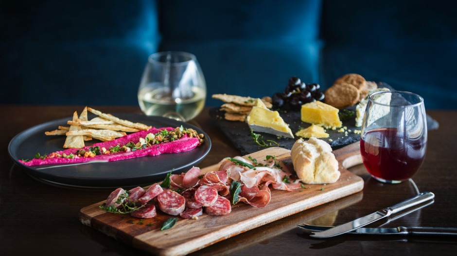 The menu includes three share boards each dedicated to a local supplier.