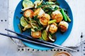 Stir-fried scallops with zucchini.