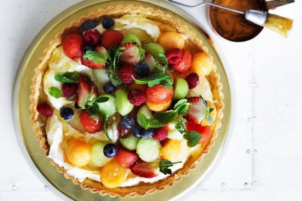 Melon and berry mascarpone tart (or tartlets) <a ...