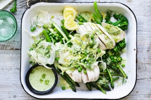 Steamed chicken with asparagus and fennel