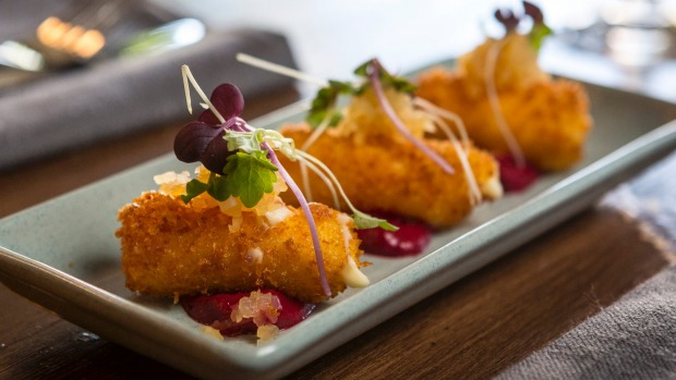 Snacks: Goat's cheese croquettes.
