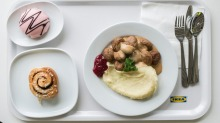 The meatballs are traditionally served with mash, cream sauce and ligonberry jam.