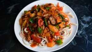 Oy lagmeni (hand-pulled noodles with lamb).
