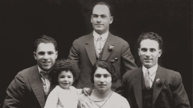 The Simos brothers with their sister and baby nephew in 1928. L to R - Peter, baby Con, Jack (Zacharias), Rene (Irene), ...