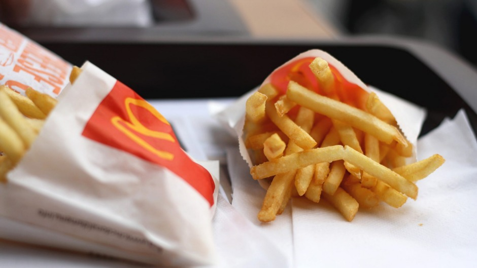 A small serve of McDonald's French fries contains 860 kilojoules.