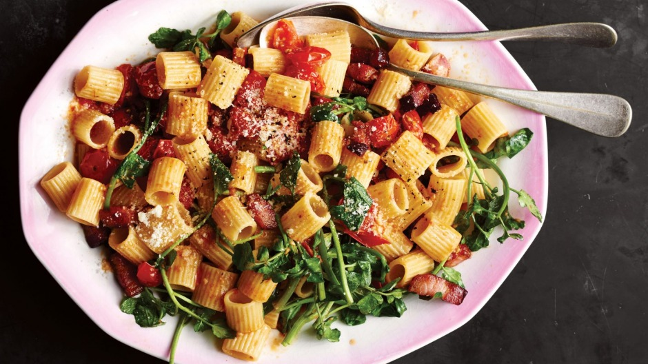 BLT (bacon, lettuce, tomato) in pasta form.