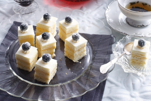 Baileys and white chocolate buttercream layered sponge cakes <a ...