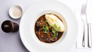 Peposo of braised ox cheek with mashed potatoes.