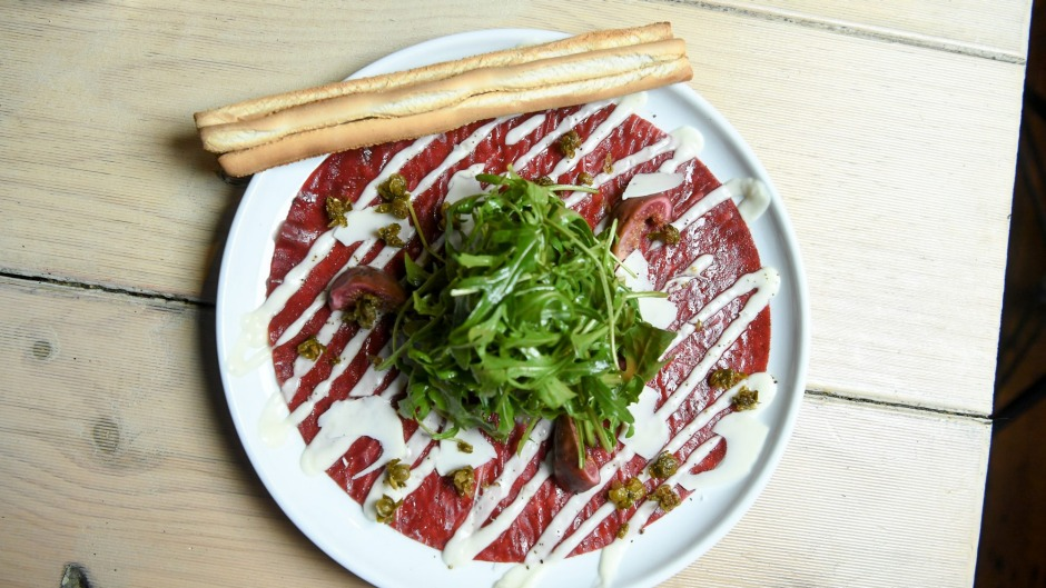 'Beef carpaccio' with grissini.