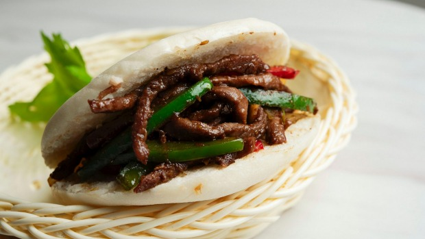 A cumin beef burger, with pita, stir-fried beef, cumin, and green and red bell peppers.