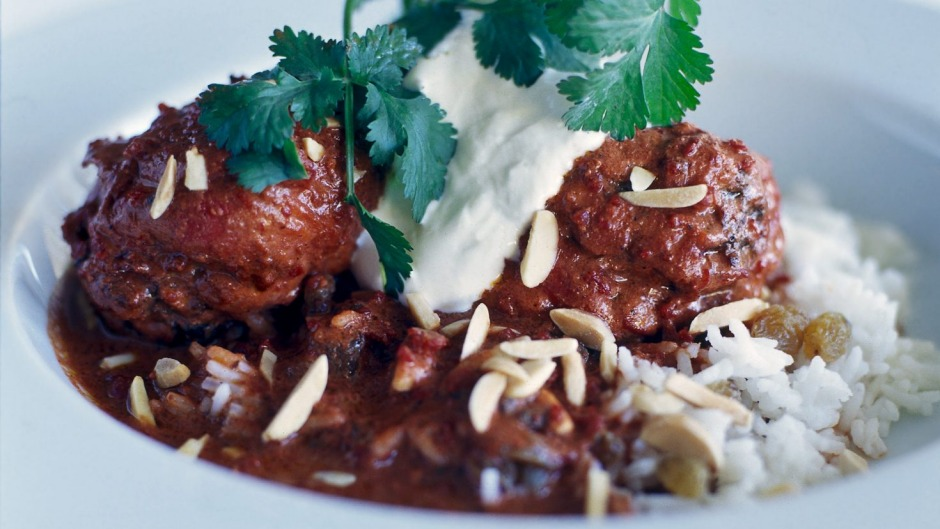 Tandoori drumsticks with almonds and sultana rice.