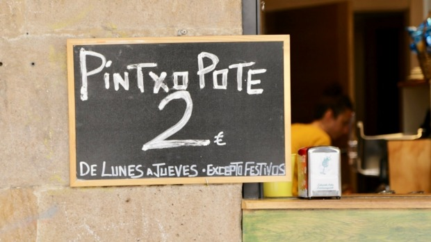 A sign advertising a pintxo and a pote (drink).