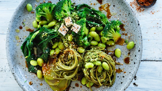 Green noodle bowl with broccoli.
