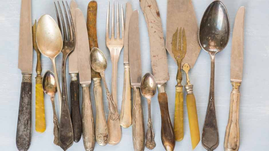 Vintage cutlery, including bone-handled knives.