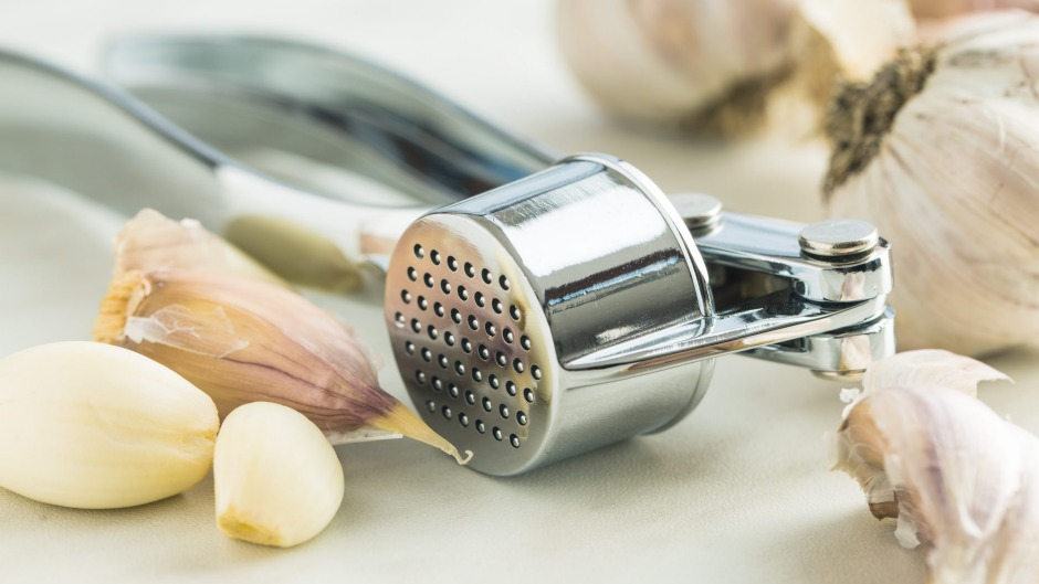 Garlic crusher: Essential tool or useless gadget?
