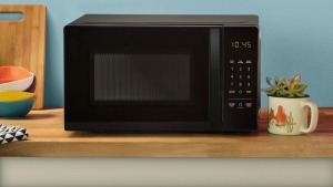 Amazon's new microwave oven can cook your potato by voice command.
