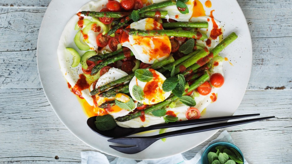 Neil Perry's pan-friend asparagus, poached eggs and yoghurt with sriracha chilli sauce