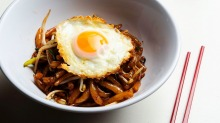 Lort cha, made with rice drop noodles, bean sprouts, spring onions and a fried egg.