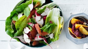 Salad with radish, grapefruit and mint dressing.
