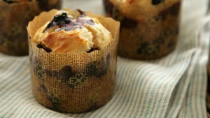 Make your own muffins as lunchbox snacks.