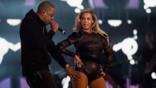 Beyonce and Jay-Z are urging their fans to go vegan - and put themselves in the running for free concert tickets for life.
