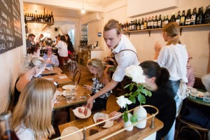 10 William Street's deliciously cosy dining room.