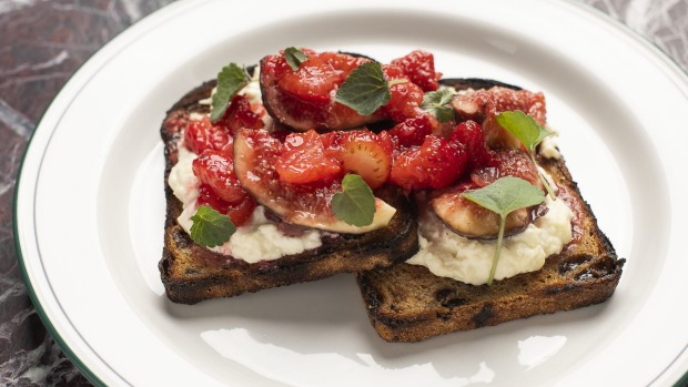Strawberries, fig and stracciatella on fruit toast.