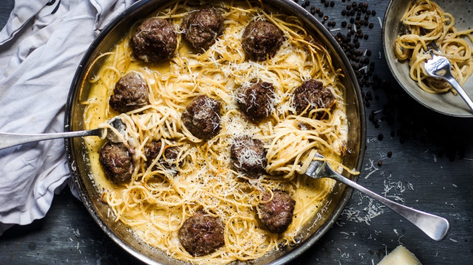 Cacio e pepe meets spaghetti and meatballs.